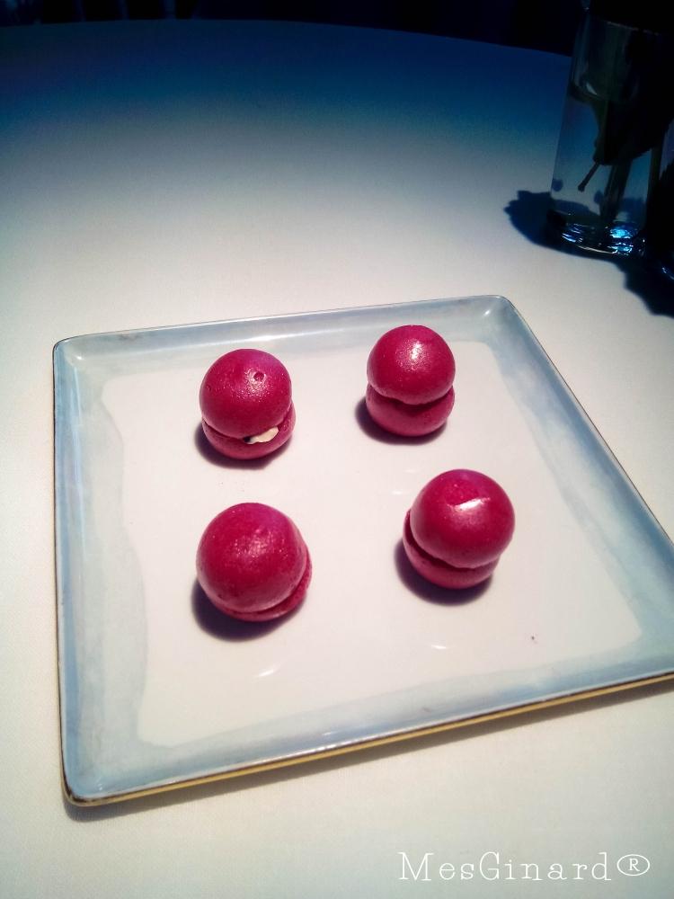 macarrons con caviar